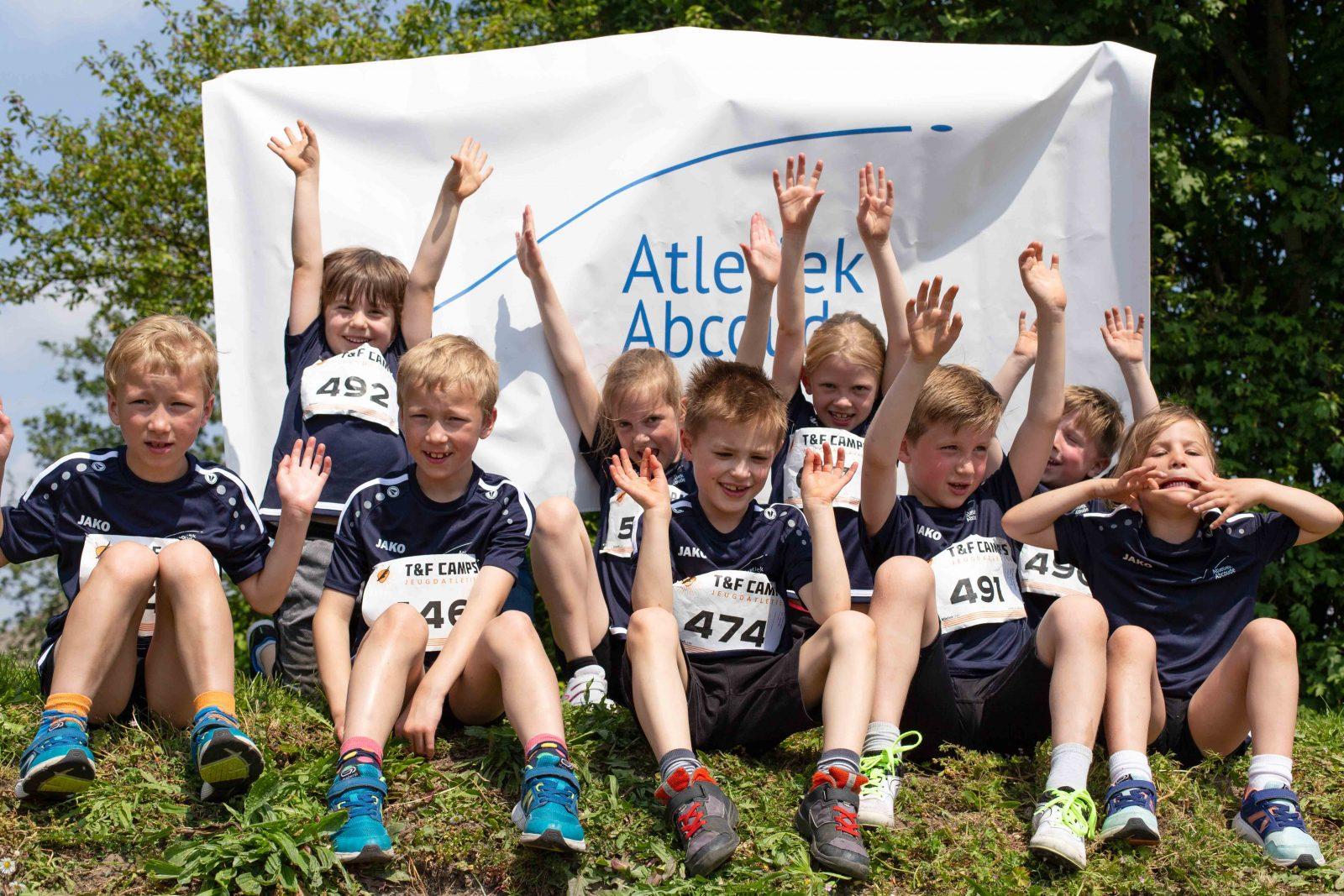 Juichende kinderen van Atletiek Abcoude